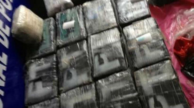 El temporal arrastra fardos con 62 kilos de cocaína hasta las playas de Dénia y Xàbia