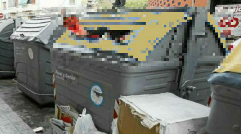 El brazo amputado, en el contenedor de plásticos