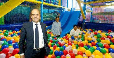 El tripartito de Alicante lima asperezas en un parque de bolas