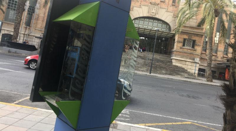Aparece una puerta de acceso a Matrix frente al Mercado Central