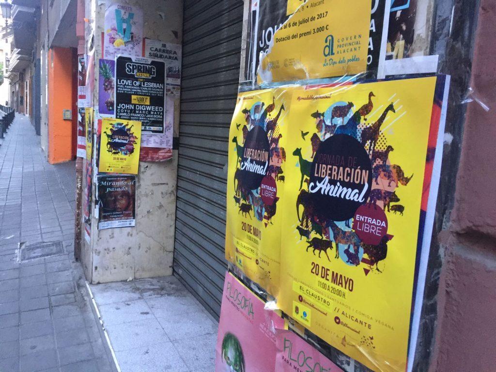 carteles animalistas en Alicante