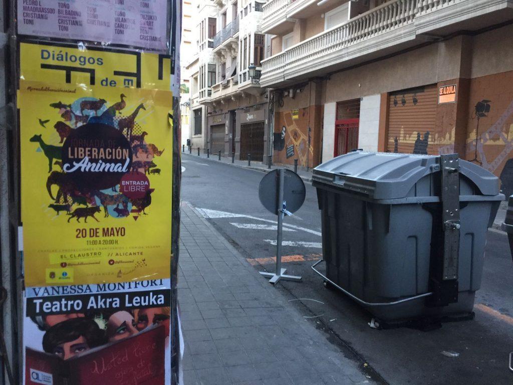 Carteles ilegales en Alicante
