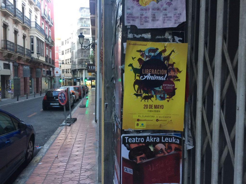 carteles por la liberación animal en Alicante