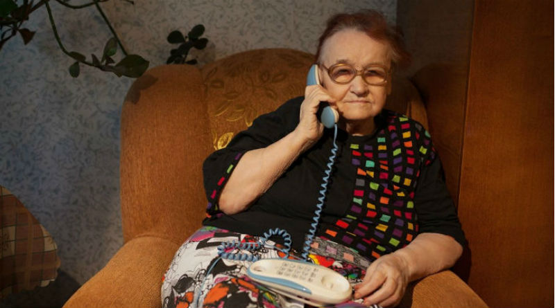 Un ilicitano descubre a su madre tratando de enviar Whatsapps con el teléfono fijo