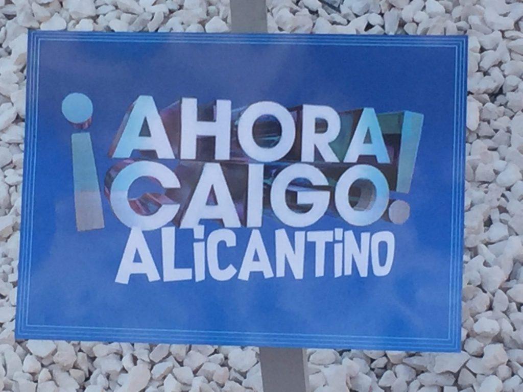 El Ahora Caigo Alicantino en la Hoguera Sagrada Familia
