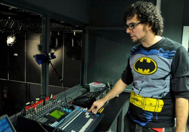 Daniel Simón con publicidad de Batman