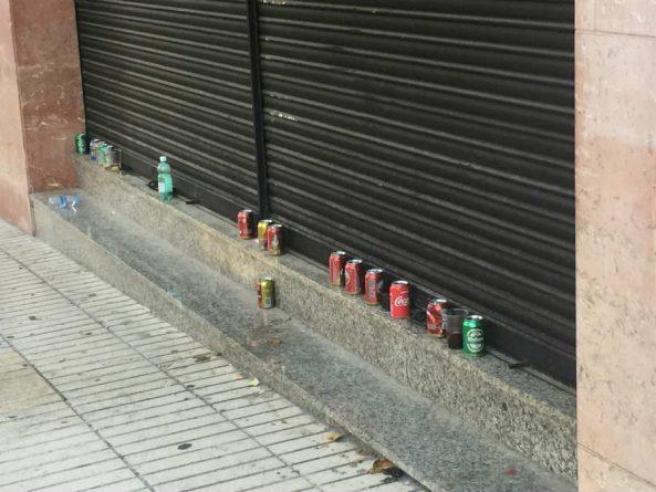 Latas abandonadas en la avenida de General Marvá tras la mascletà