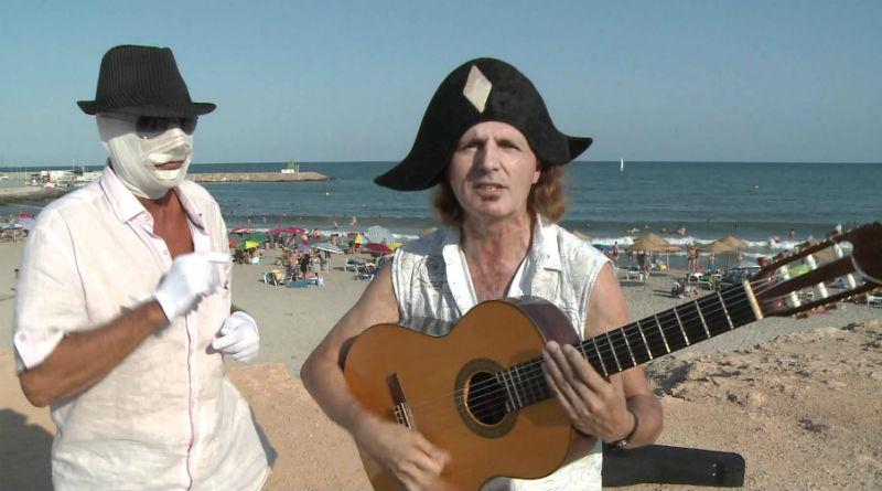 El Ayuntamiento de Alicante contrata a dos frikis para evitar ahogamientos en la playa