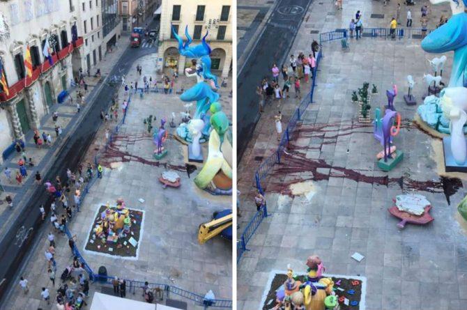 """Así quedó la plaza del Ayuntamiento tras la """"performance"""" antitaurina"""