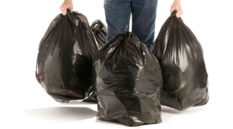 La hora preferida por los alicantinos para sacar la basura es cuando multan