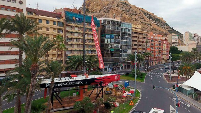 El barco promocional de la Volvo en la Plaza del Mar
