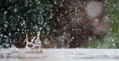 Los alicantinos, sorprendidos por un agua que cae del cielo