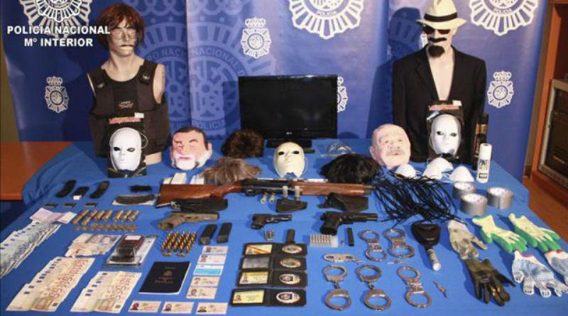 Efectos intervenidos a los atracadores que se disfrazaban de Rajoy y Bárcenas