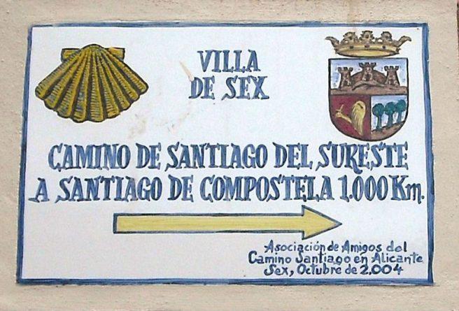 La placa del Camino de Santiago en Sax, ya modificada