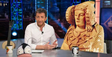 Pablo Motos entrevistando a la Dama de Elche en El Hormiguero
