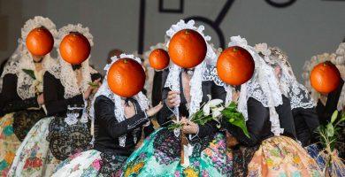 """À Punt tapará con naranjas a los alicantinos y prepara """"Parle vosté, calle usted"""""""