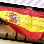 Balcón con bandera de España