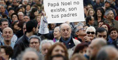 """Detenido en Alicante por llevar una pancarta de """"Papá Noel no existe"""""""