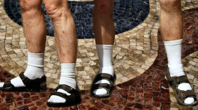 Orgías con prostitutas no, guiris con chanclas y calcetines sí. Así es el rasero municipal en Alicante.