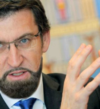 Núñez Feijoó se ha dejado una barba parecida a la de Rajoy