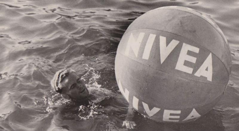 Pocholo, tras el balón de Nivea
