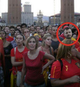 Gabriel Rufián celebrando el Mundial de España