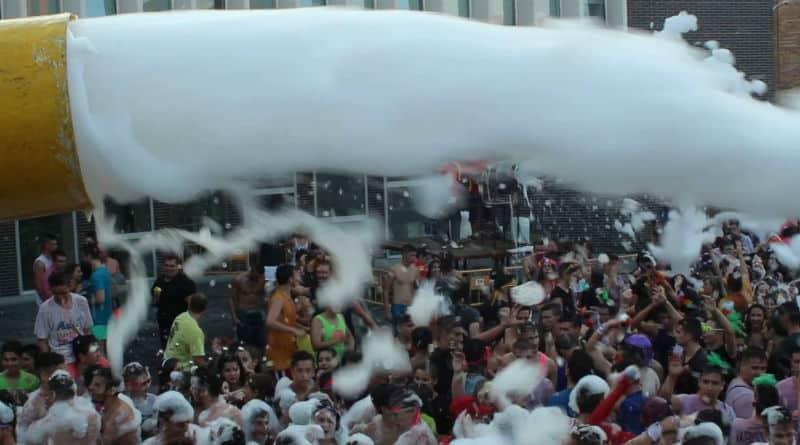 fiesta de la espuma en Alicante