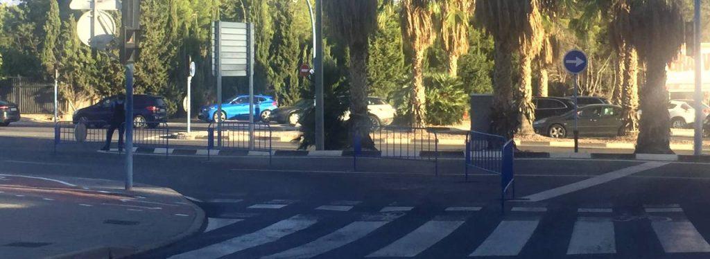 vallas cortando viales en Alicante